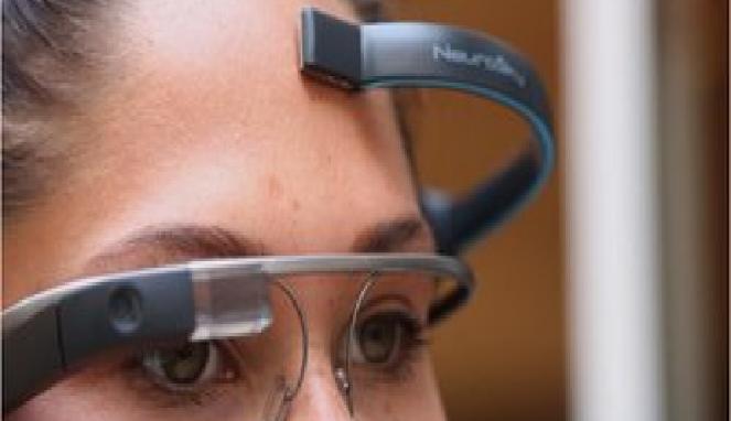 Google Glass dipasangkan dengan headset EEG  ©bbc.com